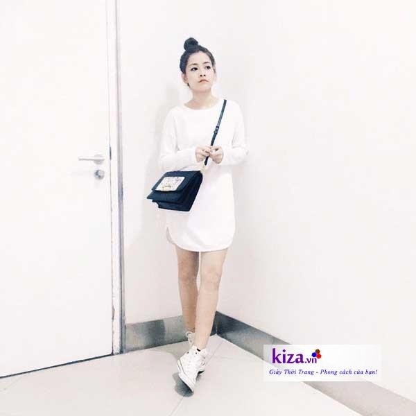 Chi Pu cùng giày converse classic cao cổ màu trắng