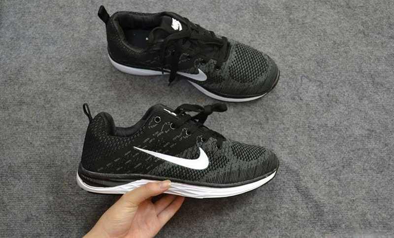 Giày Nike Luna màu đen