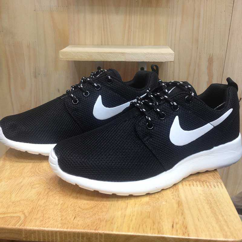 Giày nike roshe run màu đen đế trắng 001