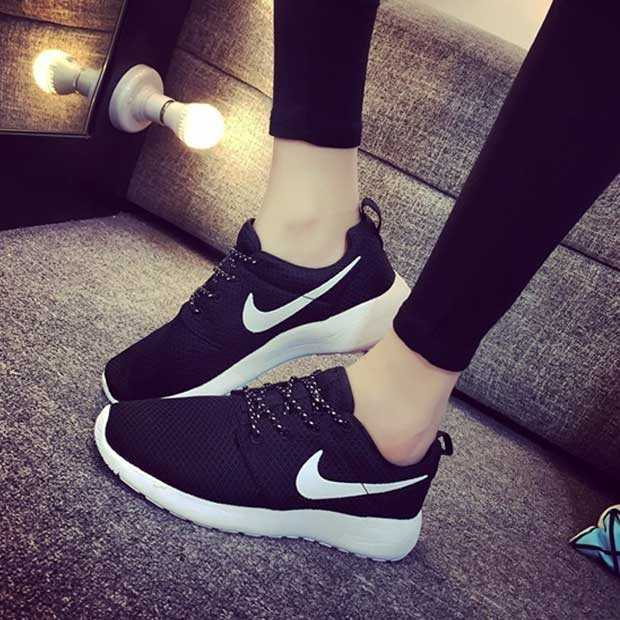 Giày nike roshe run màu đen đế trắng 005
