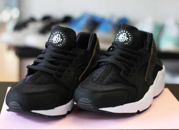 Giày Nike Huarache đen trắng 004