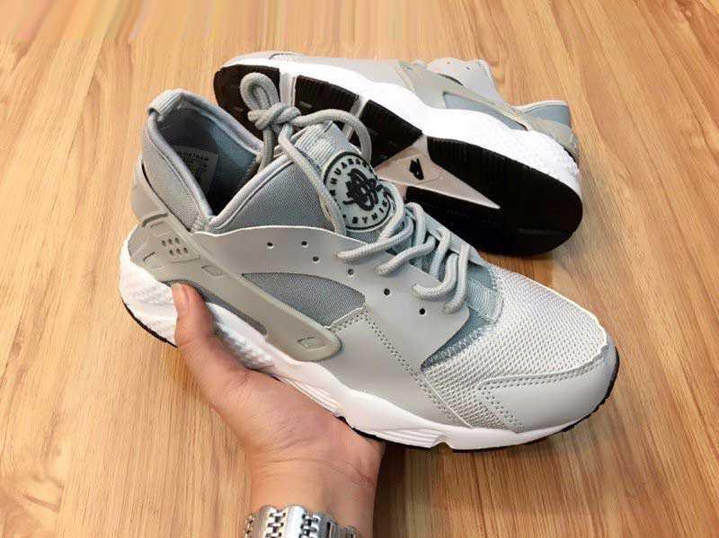 Giày Nike Huarache xám trắng 001