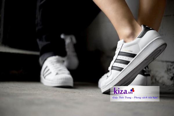 Diện giày đôi cùng Superstar