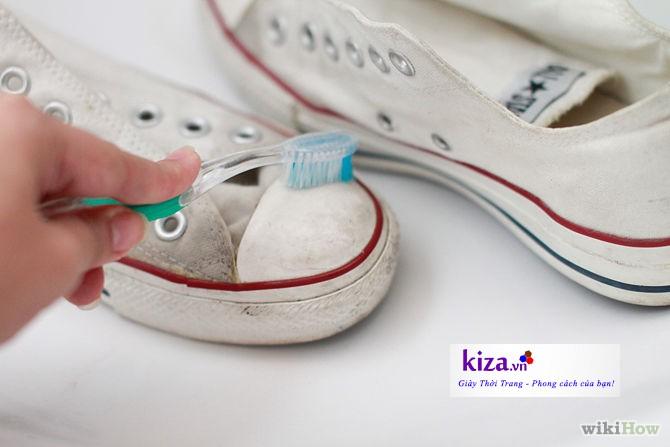 Cách giặt giày converse đơn giản tại nhà