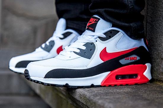 Kiểm tra kỹ chất lượng giày Nike trước khi mua