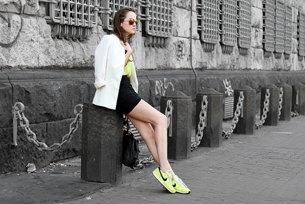 Đôi chân dài miên man khi kết hợp nike cùng váy ngắn