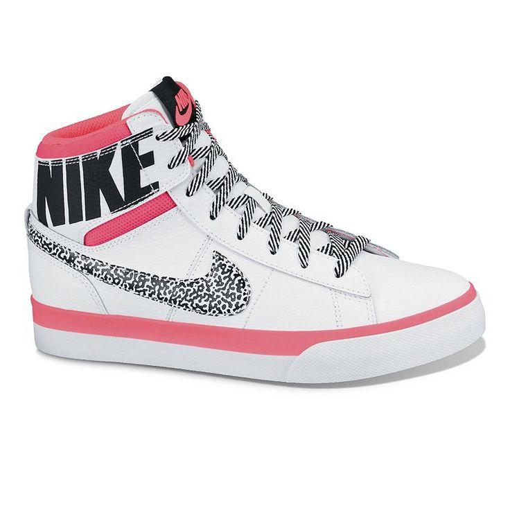Những đôi giày nike nữ đẹp thu hút ánh mắt giới trẻ