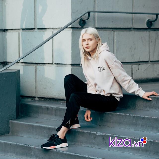 Mix đồ cùng giày Adidas nữ và áo hoodie