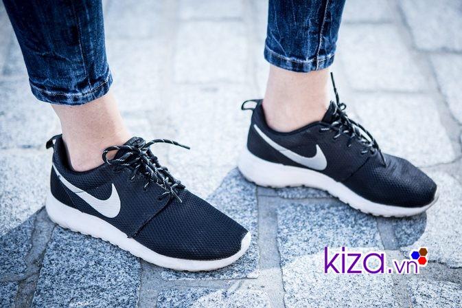Chọn cửa hàng chuyên bán giày để săn giày Nike giảm giá
