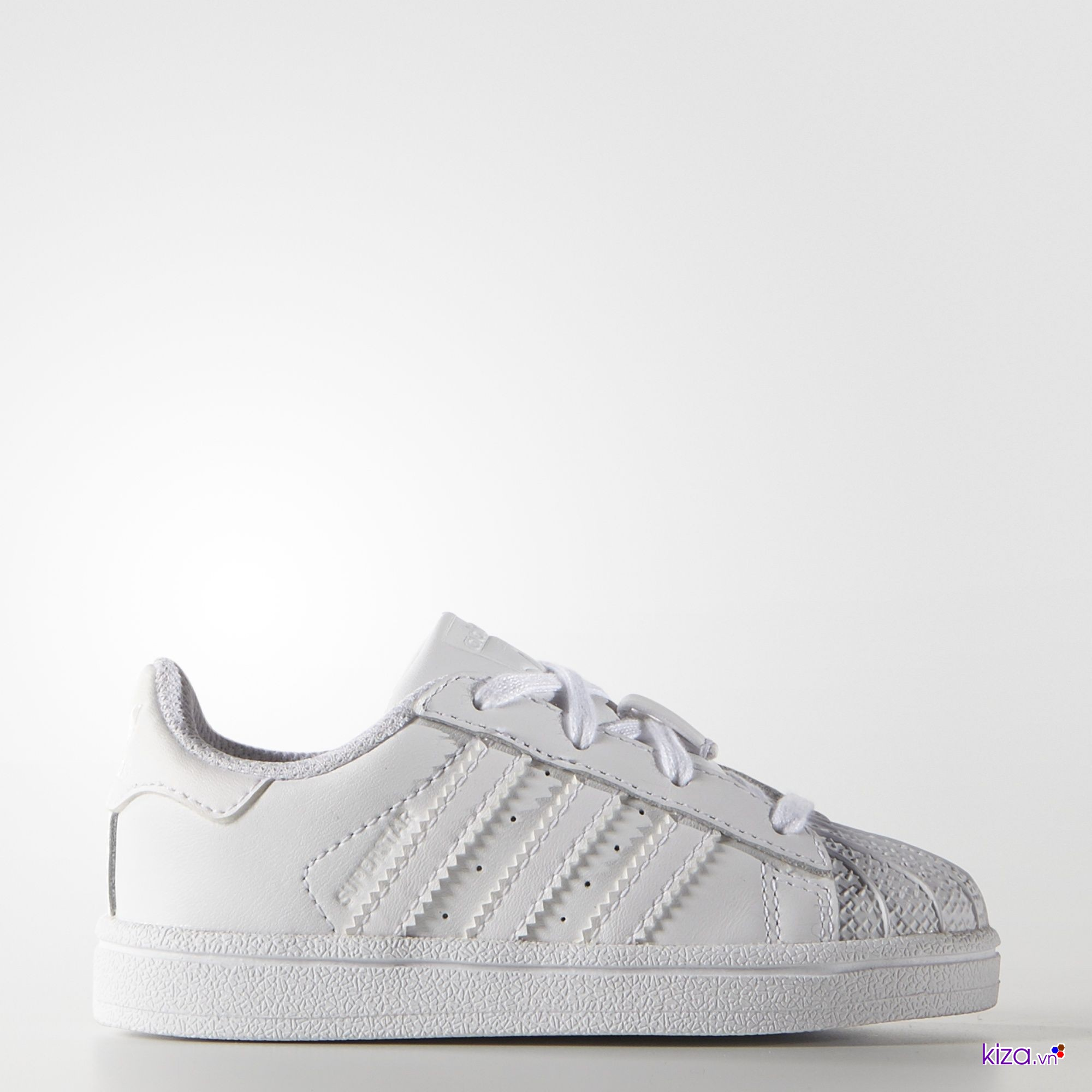 Phiên bản hoàn hảo dành cho những chàng mê những đôi giày thể thao màu trắng Adidas