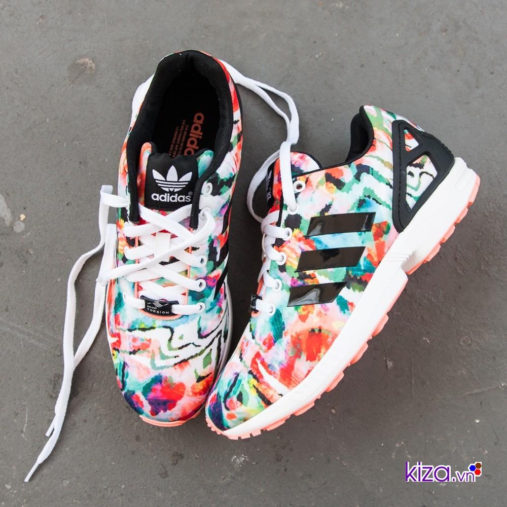 Khi sử dụng giày Adidas nhiều màu thì nên chọn trang phục có liên quan để tổng thể hài hòa