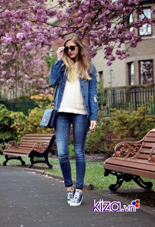Một chiếc kính là phụ kiện hoàn hảo khi phối giày Converse cùng quần jean