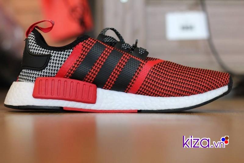 Những đôi giày Adidas màu đỏ là sự trung hòa về màu sắc