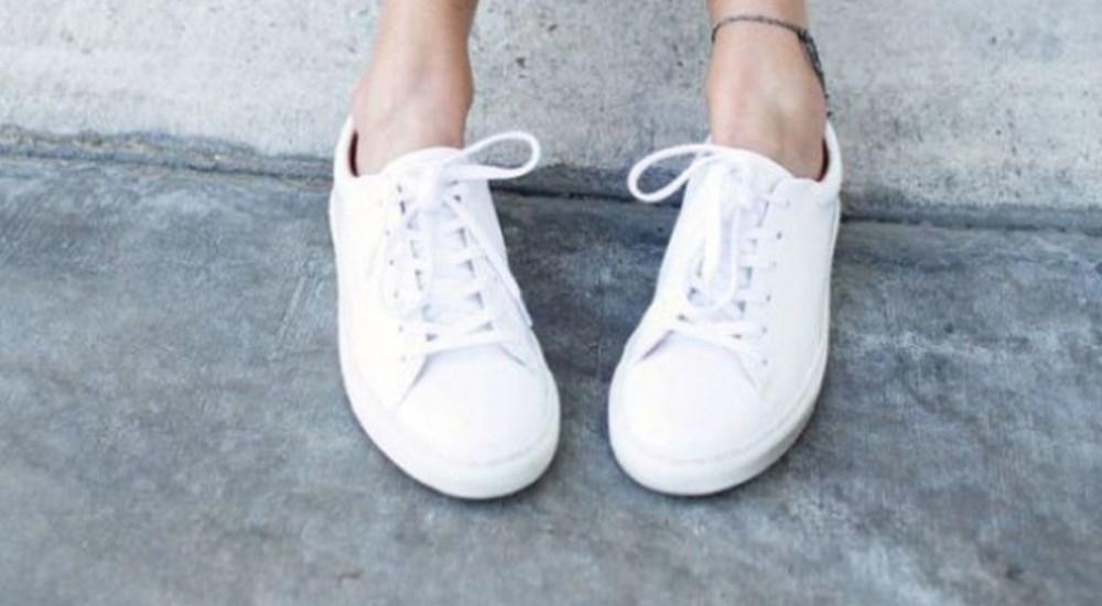Cách tẩy vết ố vàng trên giày màu trắng