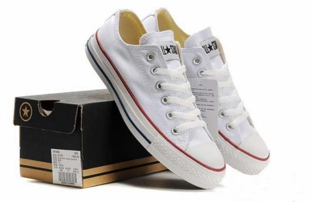Làm sạch giày converse màu trắng tại nhà