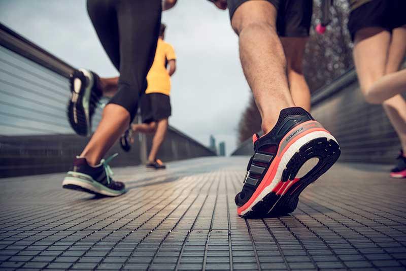 Giày thể thao tốt giúp bạn nâng cao sức khỏe