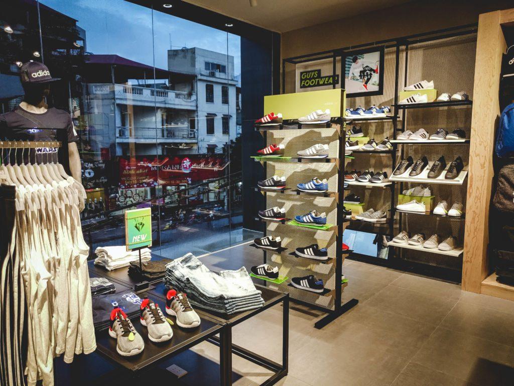 Cửa giày adidas chính hãng Hà Nội