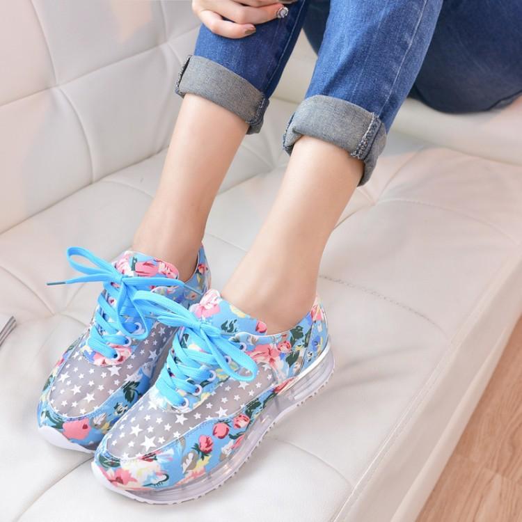 Cách chọn giày thể thao nữ nhiều màu săc