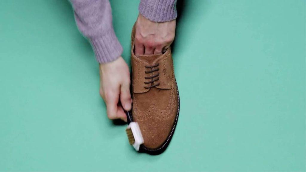 Cách giặt giày da lộn bạn không nên bỏ qua!