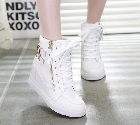 Những mẫu giày độn đế là sự lựa chọn của nhiều nàng