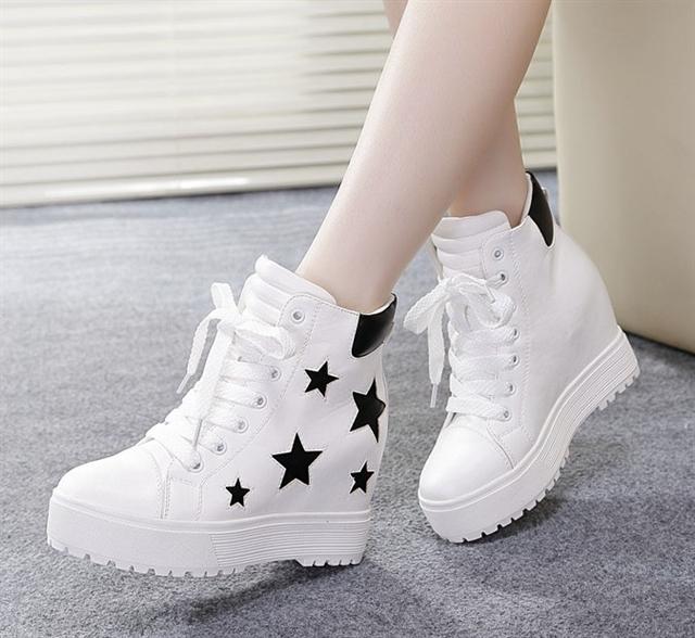 Những họa tiết ngôi sao cá tính trên thân giày