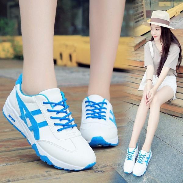 Những mẫu giày trắng xanh cũng hấp dẫn không kém