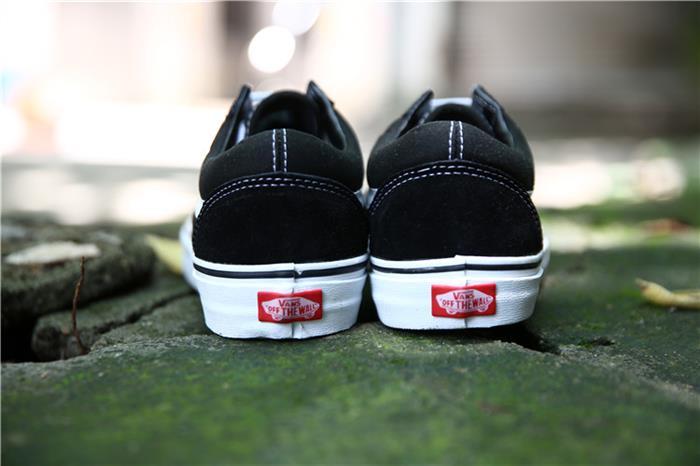 Phân biệt giày vans thật giả qua logo gót giày