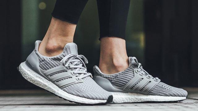 mua giày chạy adidas Ultra boost xám