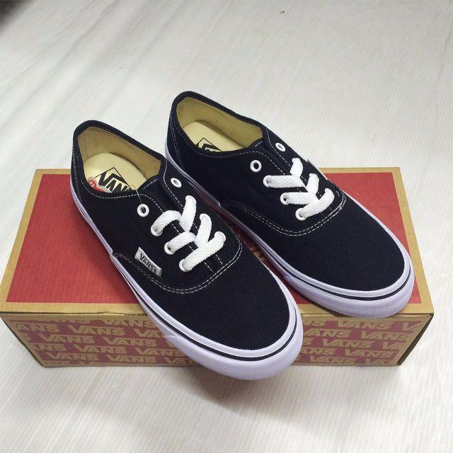 Một đôi giày vans được các bạn trẻ yêu thích từ lâu