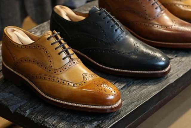 Giày nam họa tiết