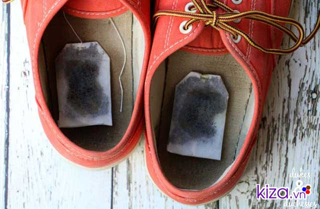 Sử dụng trà để khử mùi hôi giày vans