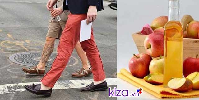 Cách khử mùi hôi giày da mới bằng giấm táo