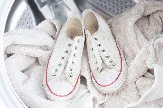 Làm sạch giày converse