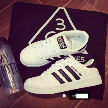 Mua Giay adidas trang soc den 00499