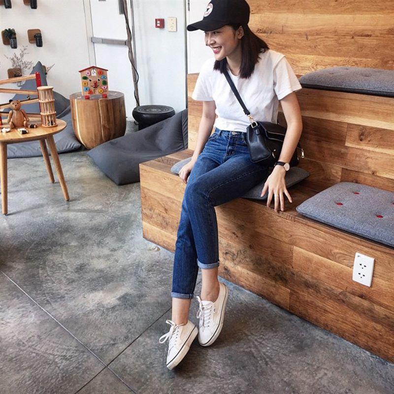 Nữ tính hơn với giày converse màu trắng cổ ngắn