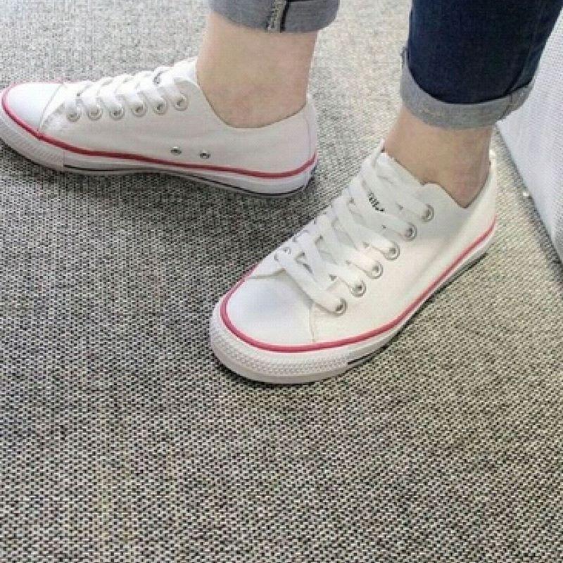 Giày converse màu trắng kết hợp đồ nam