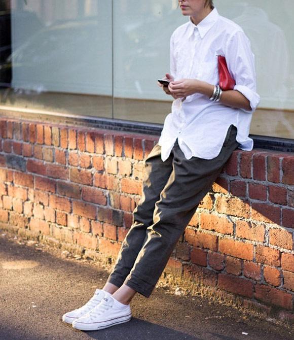 Phong cách cổ điển với giày màu trắng