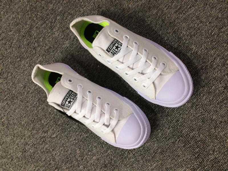 Giày converse chuck taylor 2 màu trắng cổ thấp 4