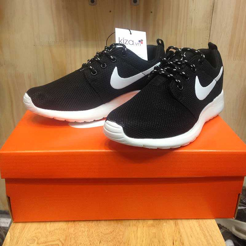 Giày nike roshe run màu đen đế trắng 004