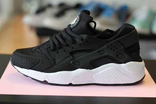 Giày Nike Huarache đen trắng 002