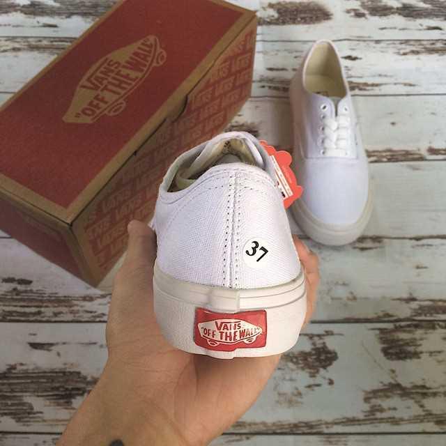 mua giày vans classic màu trắng giá rẻ đẹp 002